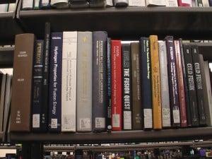 IMGA0135_UU_bookshelf3